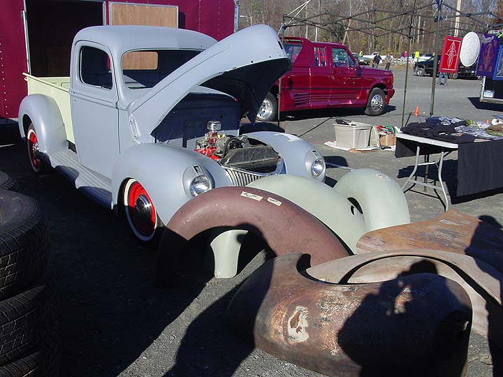 lake compounce swap meet car show